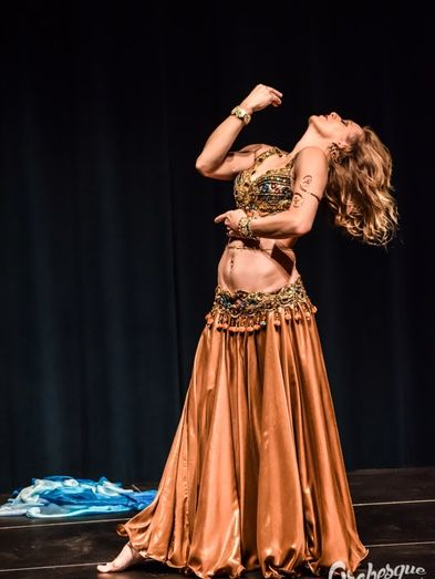 "<p><span class=""text-xl""><span class=""text-center block"">Belly Dancing by Safiya Nawaar</span></span></p>"