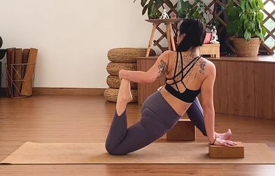 """<p>Hip Flexibility Flow</p><p><span class=""""text-xs"""">by Shelyne</span></p>"""