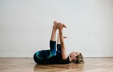 <p>Jueves 18h Yoga Básico</p>