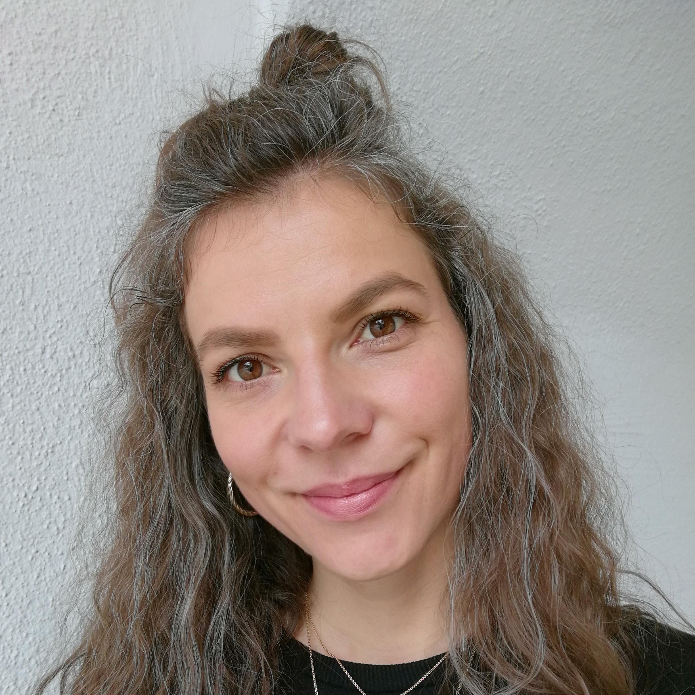 <p>Nicole M.</p>, <p>Schülerin &amp; Retreat Gast </p>